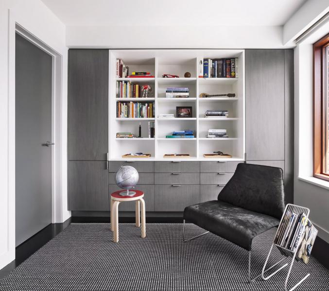 Vinteriéru se mísí převážně odstíny šedé a černá abílá barva