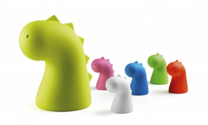 Lampy Drago Light (Plust), polyetylen ve více barvách, orientační cena 4 700 Kč, www.archiproducts.com