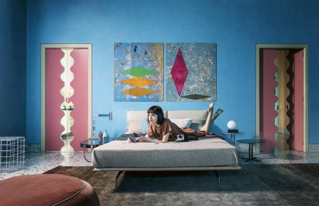 Postel Avant-Après (Saba), design Sergio Bicego, odnímatelný čelní panel, kovový základ, textilie ikůže, cena od91476Kč, www.stockist.cz