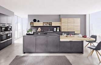 Kuchyňská sestava Stone, jednoduché linie s minimálními úchyty, dvě výškové úrovně ostrůvku, kombinace módní šedé s dekorem světlého dřeva, WWW. SIKO. CZ