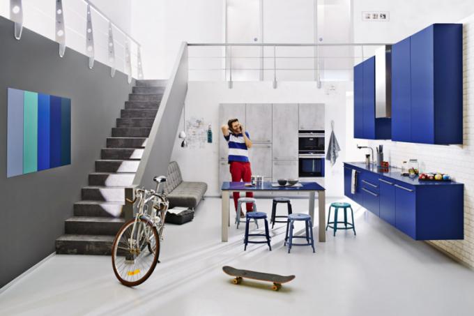 Kuchyň z řady XL 2061 (Ballerina), jednoduchý a svěží styl podtrhuje kombinace výrazné modré a světle šedé barvy, WWW. BALLERINAKUCHYNE. COM