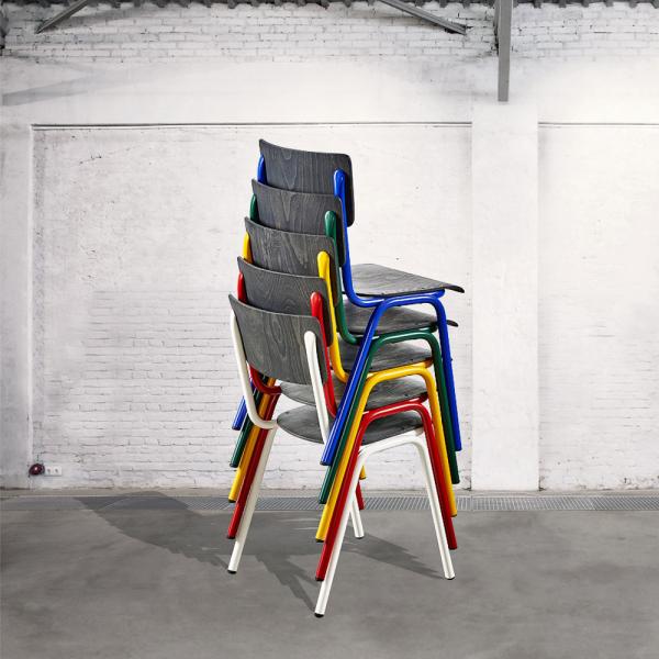 Židle Susy (Cignini), mořené bukové dřevo s původní strukturou a lakovaná ocel, cena od 3 025 Kč, WWW. AREDA. CZ