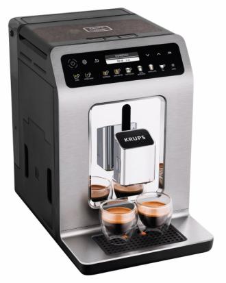 Požitek z kávy Automatický espresovač Krups Evidence Plus nabízí výběr z devatenácti nápojů místo původních patnácti. Díky možnostem přímé volby u šesti druhů nápojů je navíc obsluha kávovaru opravdu jednoduchá. Vzhledem ke kovové varné jednotce a varné komoře z nerezové oceli má káva chuť přímo jako od baristy. Kávovar Evidence Plus Titan EA894 (Krups), cena 26 990 Kč, www.krups.cz