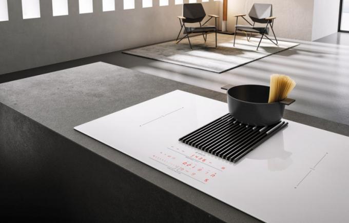Integrovaný odsavač Nikolatesla Libra se zabudovanou váhou je k dispozici v černé i bílé barvě