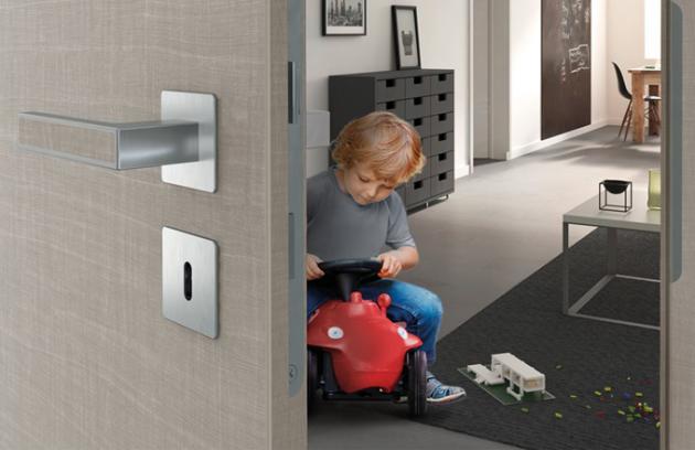 Výrobce dveří PRÜM při výrobě dveří používá výhradně laky bez rozpouštědel ajako jeden zprvních měl osvědčení vlivu na životní prostředí svých výrobků.
