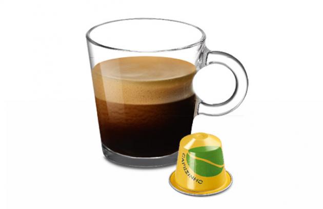 Jedna z nejúspěšnějších limitovaných edic Nespresso Cafezinho do Brasil se po třech letech vrací, aby opět přinesla esenci brazilské kávové kultury v každém doušku výrazně aromatického espressa.