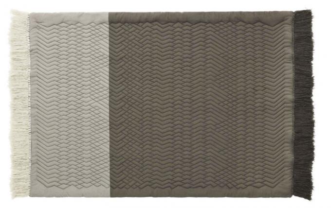 Koberec Trace Rug (Normann Copenhagen), 50 % vlna, 50 % polyester, 140 × 195cm, cena 14990Kč, www.designville.cz