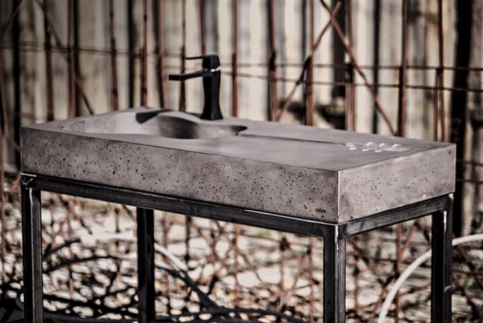 Betonové umyvadlo Gitaro (Créer) pro montáž nadesku, rozměr 103 × 48 × 12cm, cena 38000Kč, www.creer.cz