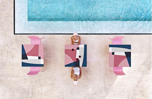 Abstrakt Mona (Diabla), design Jonathan Lawes, plast, 70 × 70cm, výška 72cm, cena na dotaz,  www.onespace.cz