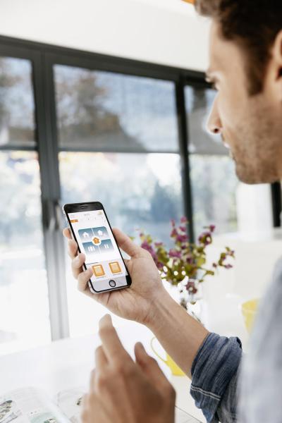 Podívejte se nastránku Ovládámedomácnost.cz, kde najdete všechny prvky svého domova, které můžete dosystému TaHoma® zapojit aovládat ze svého chytrého telefonu.
