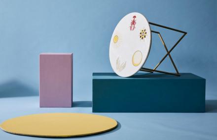 Kolekce navržená pro Westwing je inspirována tarotovými kartami. Od mého dětství jsem jejich fanouškem a nadšeně sbírám karty z celého světa. Chtěl jsem tuto lásku převést také do kreativní roviny. Mým oblíbeným kouskem je mramorový stůl s motivy tištěných tarotových karet a vzorované talíře.