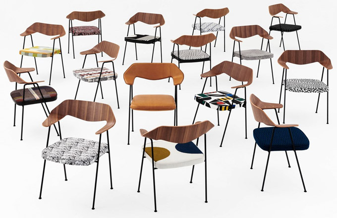 Patnáct jedinečných interpretací kultovní židle 675 od designéra Robina Daye pro dobrou věc. Výtěžek zdražby těchto kousků půjde na konto nadace Robin and Lucienne Day Foundation.