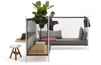 Syrový plášť systému Grid (Established and Sons) je základem pro modulární sezení, policový systém, pracovní iodkládací stolky aosvětlení.