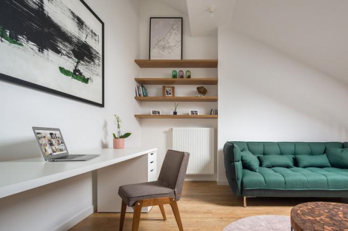 Majitelé malého dvoupodlažního bytu o ploše 52 m2 v jednom z činžovních domů vLodži už od začátku věděli, jak by měl jejich budoucí byt vypadat. Velkou roli přikládali zejména kvalitě povrchových materiálů a detailům.