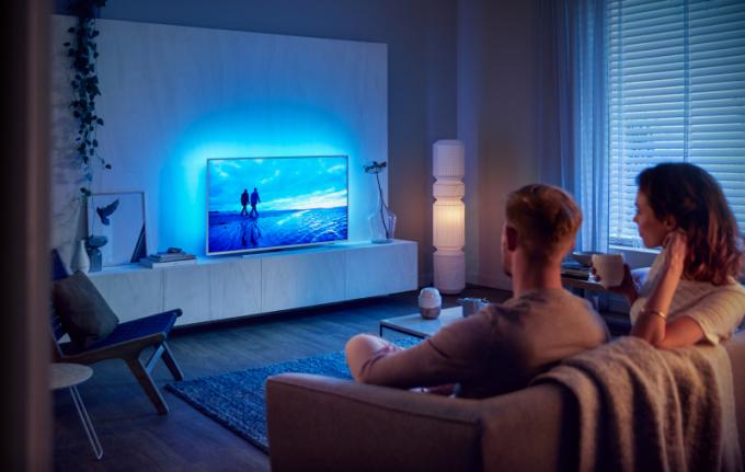 Společnost TP Vision, výrobce televizorů Philips, se zaměřila na většinové požadavky zákazníků a nabízí modely série 7304 nesoucí v podtitulu název The Performance Series. Tato řada má všechny oblíbené funkce i moderní provedení ve vysoké kvalitě a perfektně tak zapadne do vašeho domova. Nechybí ani Philips televizím vlastní třístranná technologie Ambilight,