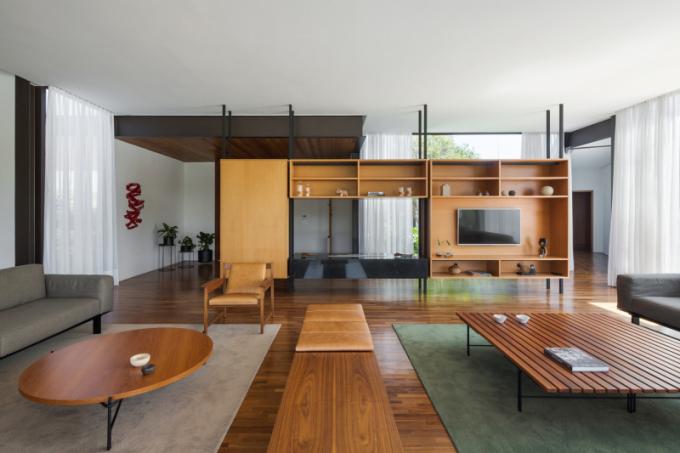 Veškerý nábytek pochází od brazilských designérů.