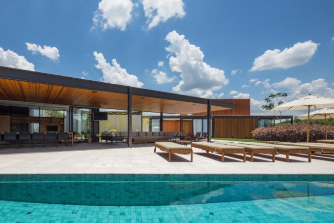 Dům o rozloze 856 m2 se nachází vBrazílii a jeho stavba trvala dva roky. Autorem je Pablo Lanza Arquitetura + André Scarpa.