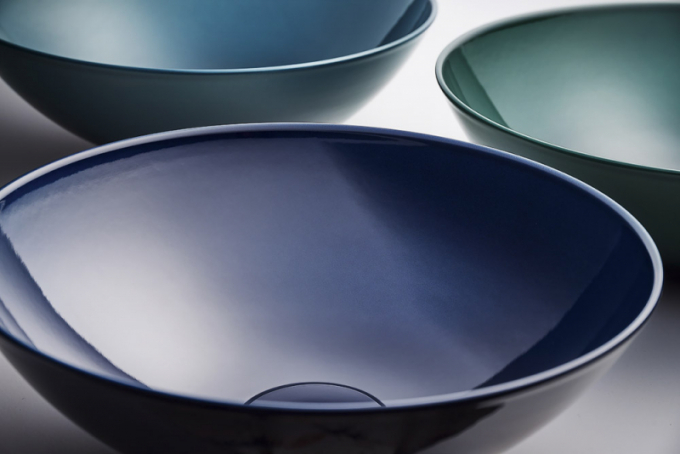 Solitérní umyvadla Aqua Deep Blue, Aqua Deep Green a Aqua Deep Indigo (Alape), design Gerhard Busalt, glazovaná ocel, vnabídce vetřech velikostech oØ 30, 36 a45cm