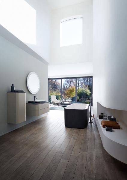 Volně stojící vana Happy D.2 (Duravit), dvoubarevné provedení, 180 × 80 × 46cm, objem 170l, hmotnost 78kg, cena cca132016Kč, www.koupelny-ptacek.cz