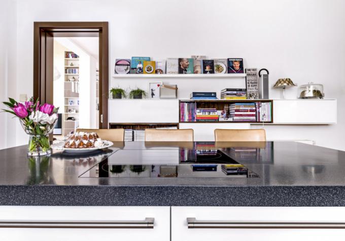 Důležitou součástí kuchyňského vybavení jsou také kuchařky, ze kterých Martina čerpá inspiraci. Mezi její oblíbené autory patří například Zdeněk Pohlreich, jehož recepty jsou jednoduché avýsledek nikdy nezklame
