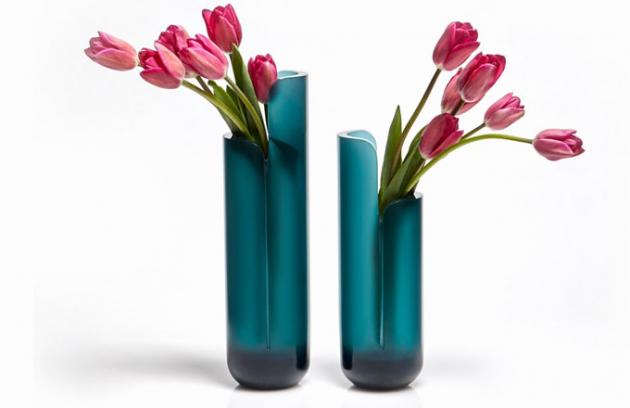 Kolekce váz Masa je jednou z prezentovaných novinek z dílny italského výrobce Antonio Lupi, orientujícího se především na výrobu koupelnových solitérů a doplňků, které svými formami připomínají spíše umělecké objekty. Vázy Masa od designéra Calviho Brambilly jsou vyrobeny ze speciálního materiálu Cristalmood, který vizuálně působí jako sklo, nicméně se jedná o velmi tvrdý a odolný materiál s vysokou životností, určený například pro výrobu právě zmíněné sanitární keramiky. Cena na dotaz, WWW.ANTONIOLUPI.IT