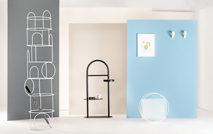 Italská značka Formae nedávno představila novou kolekci - Roommate. Její komponenty jsou navrženy vminimalistickém stylu tak, aby splynuly sjakýmkoliv prostředím, a zároveň nabízejí praktická řešení každodenního života s nádechem hravosti.