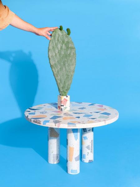Stůl z kolekce Terra byl poprvé představený v rámci výstavy Made in Mallorca na mezinárodním veletrhu London Design Fair 2019.