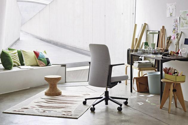 Víceúčelová stolička Cork (Vitra), design Jasper Morrison, tři varianty, vyrobeno zkorku, průměr 31cm, výška 33cm,  cena 10547Kč,  www.designville.cz