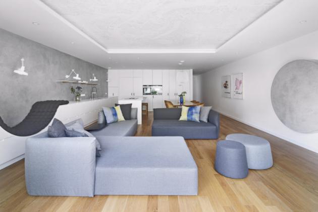 Většinu nábytku architektky navrhly namíru, doplnily jej pouze oněkolik autentických typových kousků