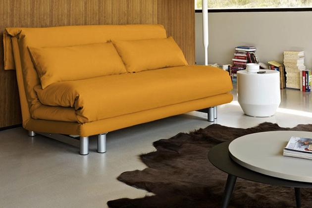 Pohovka Multy v šíři 166 cm, nabízí snadné rozkládání a nabízí vynikající komfort jako postel o velikosti 153 x 194 cm. Vnitřní pěnová matrace je opatřena antibakteriálním potahem.