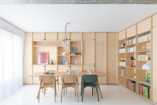 Mladá rodina z Paříže oslovila architektonické studio SABO project, aby jí pomohli s rekonstrukcí 154m2 apartmánu Sacha v 15. pařížské městské čtvrti.