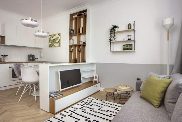 Rozloha bytu je pouhých 40 m2. Autorem moderního interiéru osazeného ve skořápce starého domu v centru bulharského hlavního města je studio ATG Design.