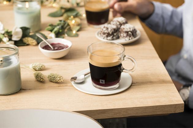 Káva Variations Nordic Cloudberry Flavoured nabízí jemnou trpkou chuť ostružiníku morušky, jež roste v extrémním klimatu severských zemí. Tato káva nabízí zakulacený základ Livanto obohacený o ovocné tóny a jemnou kyselinku.