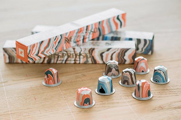 Skandinávský vliv Louise Campbellové se jasně podepsal na podobě kapslí, obalů a příslušenství limitované edice. Skandinávií inspirovaná řada Nespresso dokonale zachycuje severský stylový minimalismus s tradičními přírodními vlivy, jenž je nedílnou součástí skandinávské kultury i krajiny.
