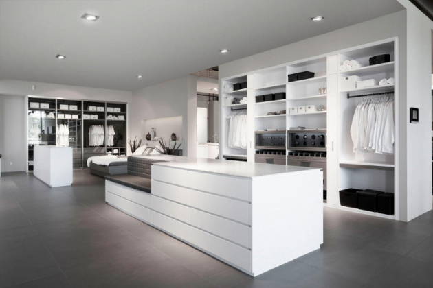 Schmalenbach Design GmbH je rodinná německá firma, která se specializuje na šatny, vestavné skříně, knihovny a kancelářský nábytek.