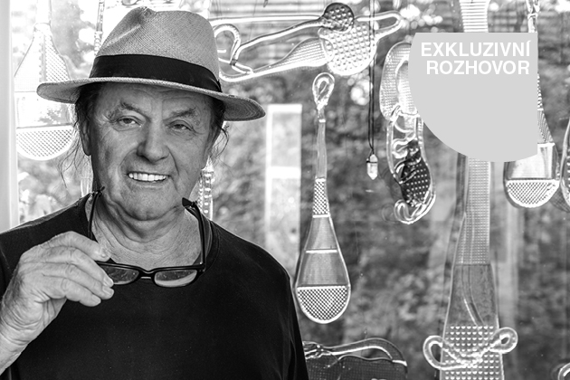 Jiří Šuhájek je jedním znejoriginálnějších světových sklářských výtvarníků, který je současně tvůrcem, ale zároveň ovládá ifinesy sklářského řemesla.