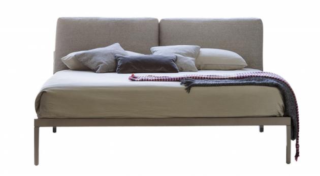 Dvoulůžková postel Moglie  e Marito (Bonaldo), design Paolo Graselli, kovová základna, látkové čalounění, výběr zněkolika rozměrů, cena od88000Kč, www.puntodesign.cz