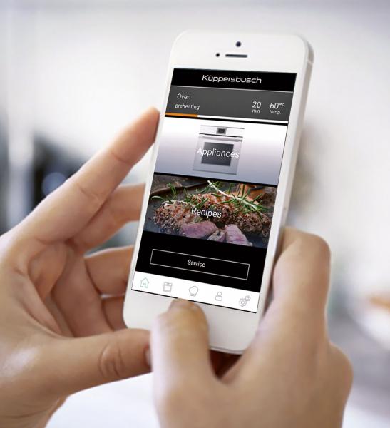 """Aplikace K-CONNECT je víc než pouhé dálkové ovládání. Díky intuitivnímu ovládání můžete přizpůsobit obsah vašemu stylu vaření a životním návykům. Vyhledávací systém nabídne obrovský výběr receptů, které můžete poslat své troubě z telefonu, stejně jako nastavení programů – jeden dotek a váš spotřebič je """"v obraze"""""""