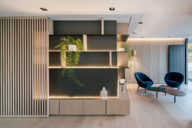 Vybavení interiéru tvoří designové kousky dánské značky Fritz Hansen a italské Driade.