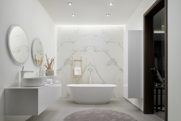 Dokonalá souhra materiálů napříč celým interiérem (Foto: HANÁK NÁBYTEK)
