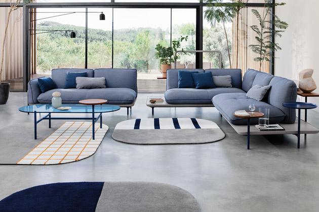 Série ADDIT (Rolf Benz) umožňuje každému stát se DJem vlastního prostoru a vytvořit si mix podle nálady. Tvoří ji modulární sofa, barevné koberce s grafickými motivy a odkládací stolky mnoha tvarů a rozměrů, které se navzájem skvěle doplňují. Obstojí přitom i sólo, jako třeba stolek s kovovou konstrukcí, skleněnou deskou a menší odkládací plochou z kamene. Design Werner Aisslinger a Tina Bunyaprasit, cena na dotaz, WWW.ROLF-BENZ.COM