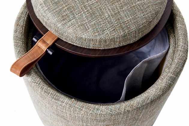 Kolekce pufů a taburetů Pill Pouff z kolekce On-Off potěší nejen vizuálně, ale především svým praktickým řešením. Víko každého z nich je oboustranné – z jedné strany měkké, čalouněné látkou či kůží v designu jednotlivého solitéru, z druhé strany je dřevěné a nabízí plochu pro bezpečné odkládání. Tato kolekce je součástí prezentace šedesáti let produkce italského výrobce Tumidei. Cena na dotaz, WWW.TUMIDEI.IT