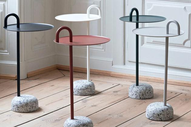 Kompaktní odkládací stolek Bowler (Hay) je ideálním řešením pro malé prostory. Opěrnou konstrukci tvoří jediná kovová trubka procházející deskou stolku, která se záhy ladně stáčí k okraji, aby mohla posloužit také jako praktická rukojeť pro snadné přenášení. Pevná a zároveň lehká základna je vyrobena ze žuly. Design Shane Schneck, výška 70,5 cm, průměr 36 cm. Cena 5 827 Kč, WWW.STOCKIST.CZ