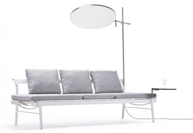 Sol+Luna (Extremis), design Dirk Wynants, k venkovní pohovce lze jednoduše přimontovat osvětlení, slunečník, stolek i polici, IP67, O svítidla 70 cm, cena svítidla 20 630 Kč, cena pohovky od 94 240 Kč, WWW. EXTREMIS. COM