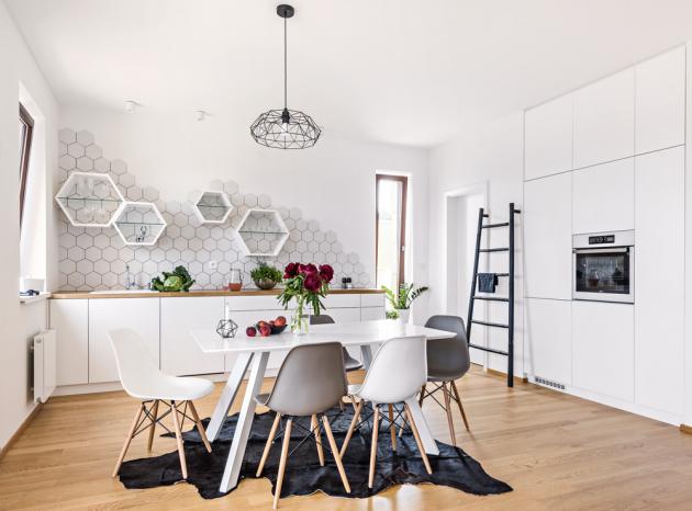 Kuchyňská sestava nábytku (Orta), design Markéta Fleischnerová, lakovaná MDF deska apřírodní dub, cena sestavy 380000Kč,  www.mfart.cz