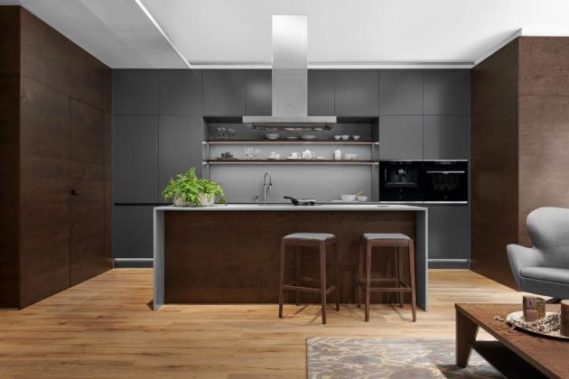 Krásná kuchyně v tmavé dýze a antracitovém laku (Foto: HANÁK NÁBYTEK)