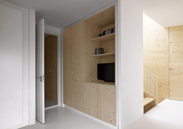 Borovice je sjednocujícím prvkem celého interiéru