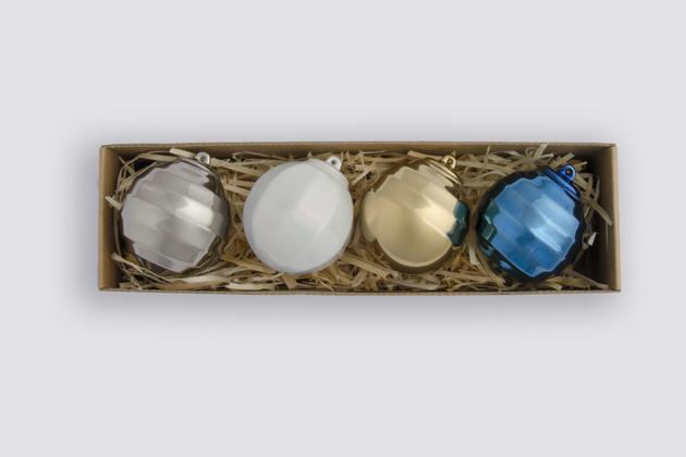 Bílá série je doplněna o limitovanou edici baněk porcelánových – pokovených, a to perleťových, zlatých, platinových a kovově modrých.