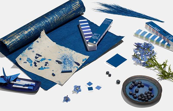 Klasická modř vnáší do života pocit klidu a zdůrazňuje naši touhu po spolehlivém a stabilním základu.