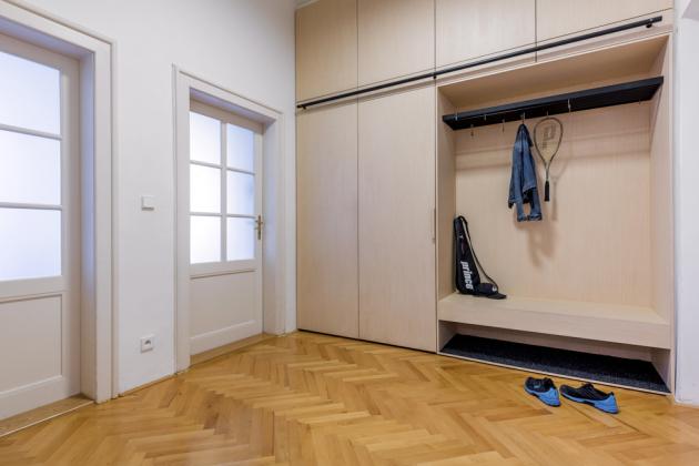 Vbytě se zachovaly původní dveře, zchodby je možné vstoupit přímo došatny